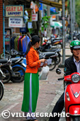 Photos Vietnam - Hué - Jeune étudiante en tenue traditionnelle