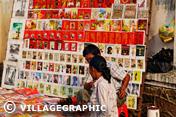 Photos Vietnam - Vendeur de cartes postales sur Dong Khoi